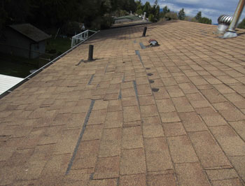 Unsecured roofing shingles
